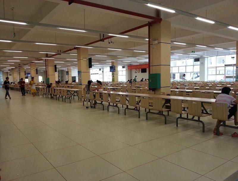 學校食堂集體降溫